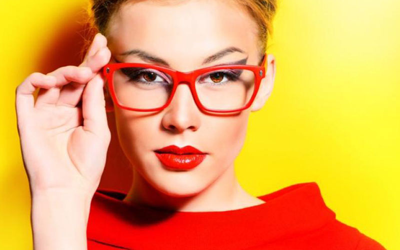 Clear Glasses: A Fashion Necessity